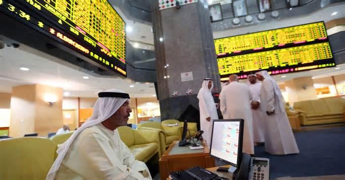 Most Gulf markets fall in early trade; Qatar gains