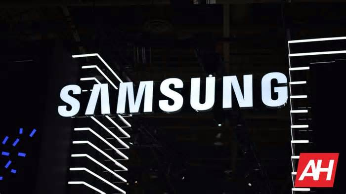 New Samsung Patent Shows Foldable Phone With Rotating Camera