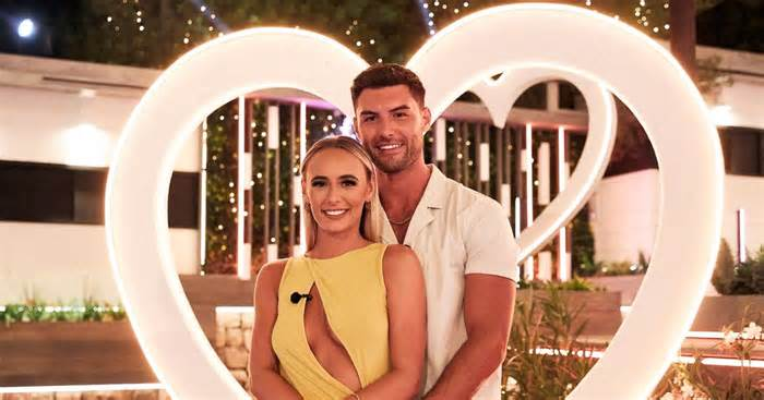 Love Islands Millie and Liam are house-hunting